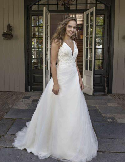Mo Curves brides